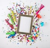 Partyjni confetti, balony, streamers, noisemakers i dekoracja, obraz royalty free