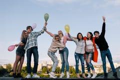 Partyjny świętowanie Młodzi ludzie firm Zdjęcie Stock
