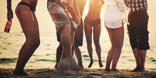 Partyjny Plażowy lato przyjaciół Wpólnie zabawy pojęcie obraz royalty free