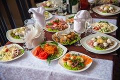 Partyjny przyjęcie, dekorujący pustynia stół Fotografia Stock