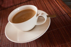 Parująca gorąca filiżanka czarna kawa Zdjęcie Royalty Free