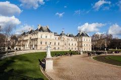 PARYŻ, FRANCJA: JAN (1): Luksemburg ogród na Styczniu (1), 2013 w Paryż - Luksemburg ogród jest jeden sławni miejsca dla turystów  Zdjęcia Royalty Free