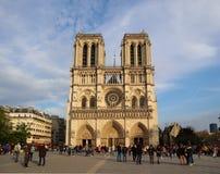 Pary?, Francja, Kwiecie?/- 05 2019 Notre Damae katedra w wio?nie Przed ogieniem fotografia stock