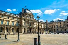 Paryż Francja, MAJ, - 27, 2015: Louvre w Paryż na słonecznym dniu Obraz Stock