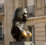 Paryż, Francja, Marzec 26, 2017: Brązowy popiersie piosenkarz, aktorka Dalida Zdjęcie Stock