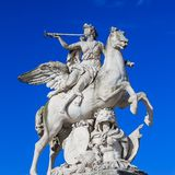 Paryż, Francja, Marzec 28 2017: Ten rzeźba lokalizuje w Tuileries ogródzie w Paryż Ja przedstawia bóg Mercury jak fotografia stock