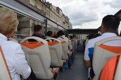 PARYŻ FRANCJA, MARZEC, - 29, 2014: TURYSTYCZNY autobus PARYŻ zdjęcia royalty free