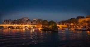 Paryż, Francja, Marzec 28 2017: widok Pont Neuf w Paryż na Marzec 7, 2013 Pont Neuf jest starym pozyci mostem Fotografia Royalty Free