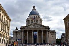 Paryż, Francja, Sierpień 2018 Panteon, łaciny ćwiartka Fasada, kolumny i kopuła, chmurny popielaty niebo obrazy royalty free