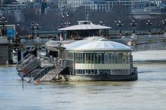Paryż Francja, Styczeń, - 26, 2018: Paryż banki wonton zalewa wonton jest 6 metrami nad poziom Restauracja obrazy royalty free