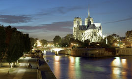 Paryż: Ile los angeles de cytuje i Notre Damae katedra Obrazy Stock