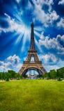 Paryż, los angeles wycieczka turysyczna Eiffel Basztowy widok od Czempionu De Mącący ogródu przy Zdjęcie Royalty Free