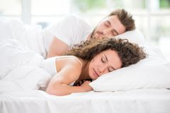 pary łóżkowy dosypianie Zdjęcie Royalty Free