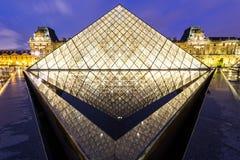 PARYŻ, APR - 14: Louvre muzeum Obraz Stock