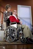 pary domu mężczyzna seniora wózek inwalidzki obrazy royalty free