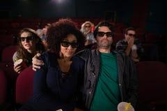 Pary dopatrywania film w theatre obraz royalty free