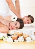 Pary dostawania masaż przy zdrojem Obrazy Stock