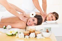 Pary dostawania masaż przy zdrojem Obrazy Royalty Free