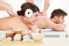 Pary dostawania masaż przy zdrojem Obraz Royalty Free