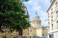 PARYŻ FRANCJA, Czerwiec, - 26: Turyści na nożnym Graben Ulicznym widoku a Obraz Royalty Free