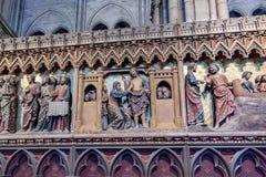 PARYŻ, FRANCJA, 23 2016 Kwiecień Wyszczególnia wnętrze katedra Notre Damae Zdjęcie Royalty Free