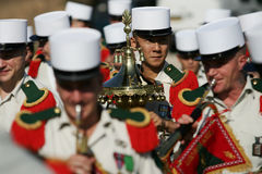 Paryż Francja, Lipiec, - 14, 2011 Grupa cudzoziemscy muzycy legia podczas parady na czempionach Elysees Zdjęcie Stock