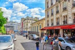 PARYŻ FRANCJA, LIPIEC, - 04, 2016: Miasto widoki Paryż, ulica, peo Zdjęcia Stock