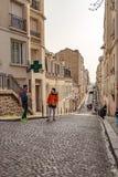 Paryż, Francja, Marzec 26 2017: Typowy widok Paryjska ulica Architektura i punkt zwrotny Paryż Zdjęcie Royalty Free