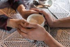 Pary kawa i ręki Fotografia Royalty Free
