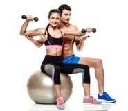 Pary kobiety i mężczyzna sprawności fizycznej ćwiczenia odizolowywający Obrazy Stock