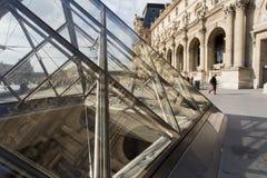 Paryż, Musee Du Louvre, piramida Obrazy Stock