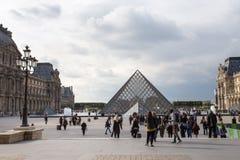 Paryż, Musee Du Louvre, piramida Obraz Royalty Free