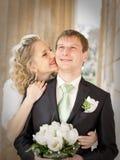 pary niedawno park poślubiający Obrazy Royalty Free