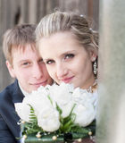 pary niedawno park poślubiający Fotografia Stock