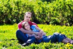 pary obejmowania potomstwa Fotografia Royalty Free