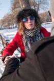 Pary obsiadanie Na ławce W zimie Obraz Royalty Free