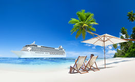 Pary obsiadanie Na Tropikalnej plaży Zdjęcie Royalty Free