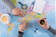 Pary planowania wycieczka Afryka, punkt na mapie Zdjęcie Stock