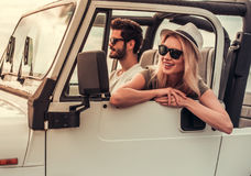 Pary podróżowanie samochodem obraz royalty free