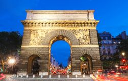 Pary? porte Saint Martin, pi?kna antyczna brama blisko grands boulevards zdjęcia royalty free
