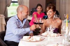 pary restauraci stołowi target2699_0_ potomstwa zdjęcia royalty free