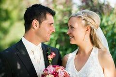 pary romantyczny położenia ślub zdjęcie stock