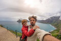 Pary selfie przy przylądka punktem, Stołowy Halny park narodowy, sceniczny podróży miejsce przeznaczenia w Południowa Afryka Fish Obraz Royalty Free