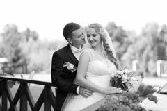 Pary sesja zdjęciowa. przy dniem ślubu Zdjęcia Stock