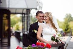 Pary sesja zdjęciowa. przy dniem ślubu Fotografia Stock