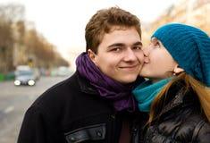pary szczęśliwa całowania miłość Zdjęcia Stock