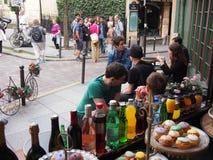 Paryjska kawiarnia i torty Zdjęcia Stock