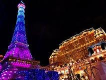 Paryjska wieża eifla w nocy i hotel zdjęcie stock