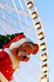 Paryski boże narodzenie niedźwiedź pod Ferris koła miejscem De Los angeles Concorde obraz stock