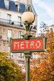 Paryski czerwony metro znak Zdjęcia Royalty Free